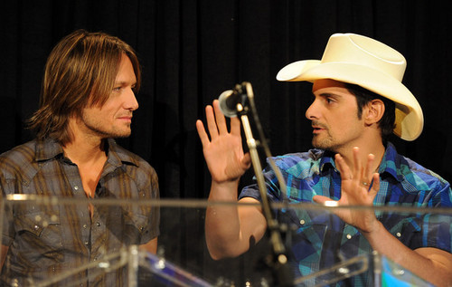 Keith Urban and Brad cachemir, paisley - Country Comes Home: An Opry Celebration