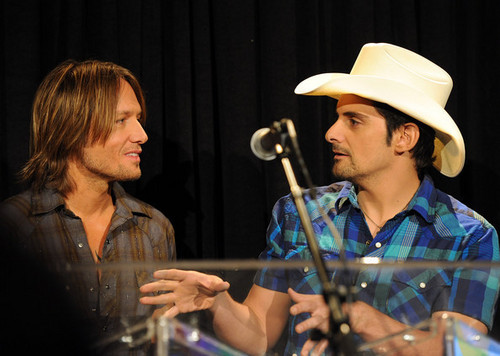 Keith Urban and Brad paisley - Country Comes Home: An Opry Celebration
