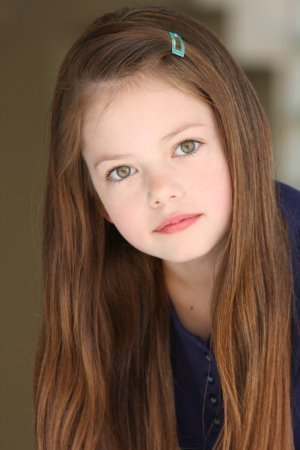 Twilight Series achtergrond with a portrait called Mackenzie Foy aka Renesmee Cullen