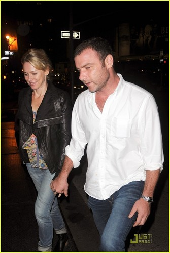 Naomi Watts: Birthday cena fecha with Liev Schreiber!