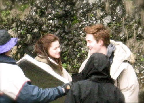 New/Old Pic of Robert Pattinson And Kristen Stewart filming Twilight
