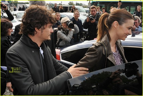 Orlando Bloom & Miranda Kerr: Balenciaga Fashion Show!