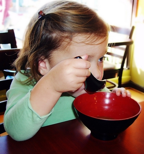 Renesmee trying sopa