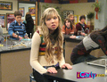 Sam watching Carly puke - samantha-puckett photo