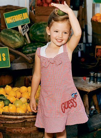 Breaking Dawn The Movie پیپر وال containing a farmer's market entitled girl with current interest, Mackenzie Foy