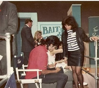 rare: Mj and lady with short skirt, upindo