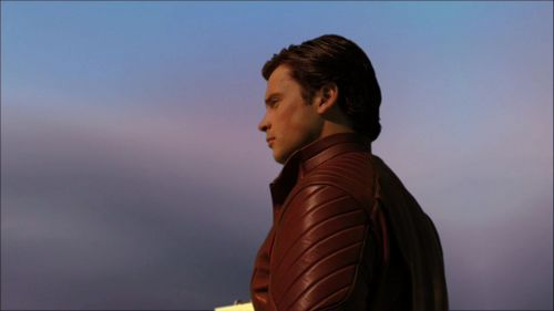 http://images4.fanpop.com/image/photos/16000000/10x02-Shield-tom-welling-16052821-500-281.jpg