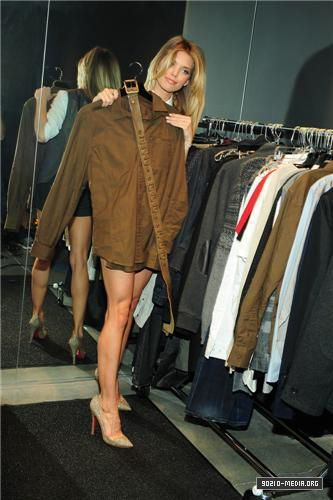 2010-10-02 Armani Exchange Launches StyleBRITY Program with AnnaLynne McCord