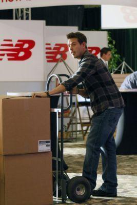 2x05 - The Booth Job - Promotional mga litrato