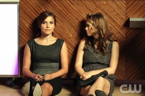 Brooke and Haley karatasi la kupamba ukuta possibly with bare legs, hosiery, and a hip boot entitled 8x05 Promotional picha
