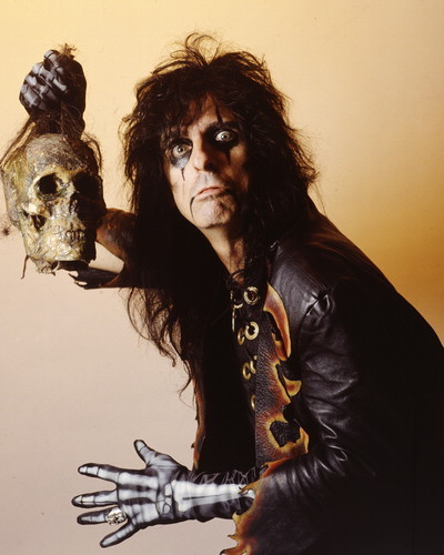 Alice Cooper wallpaper probably with a pacific sardine, a hip boot, and a concert titled Alice Cooper