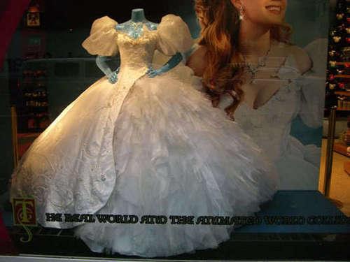 Amy Adams wedding dress on display