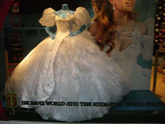 Riselle(Robert/Giselle) Enchanted images Amy Adams wedding dress on ...