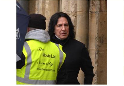 severus snape fondo de pantalla probably containing a sweatshirt, a street, and a capucha, campana titled Behind the scenes of Harry Potter - Alan Rickman
