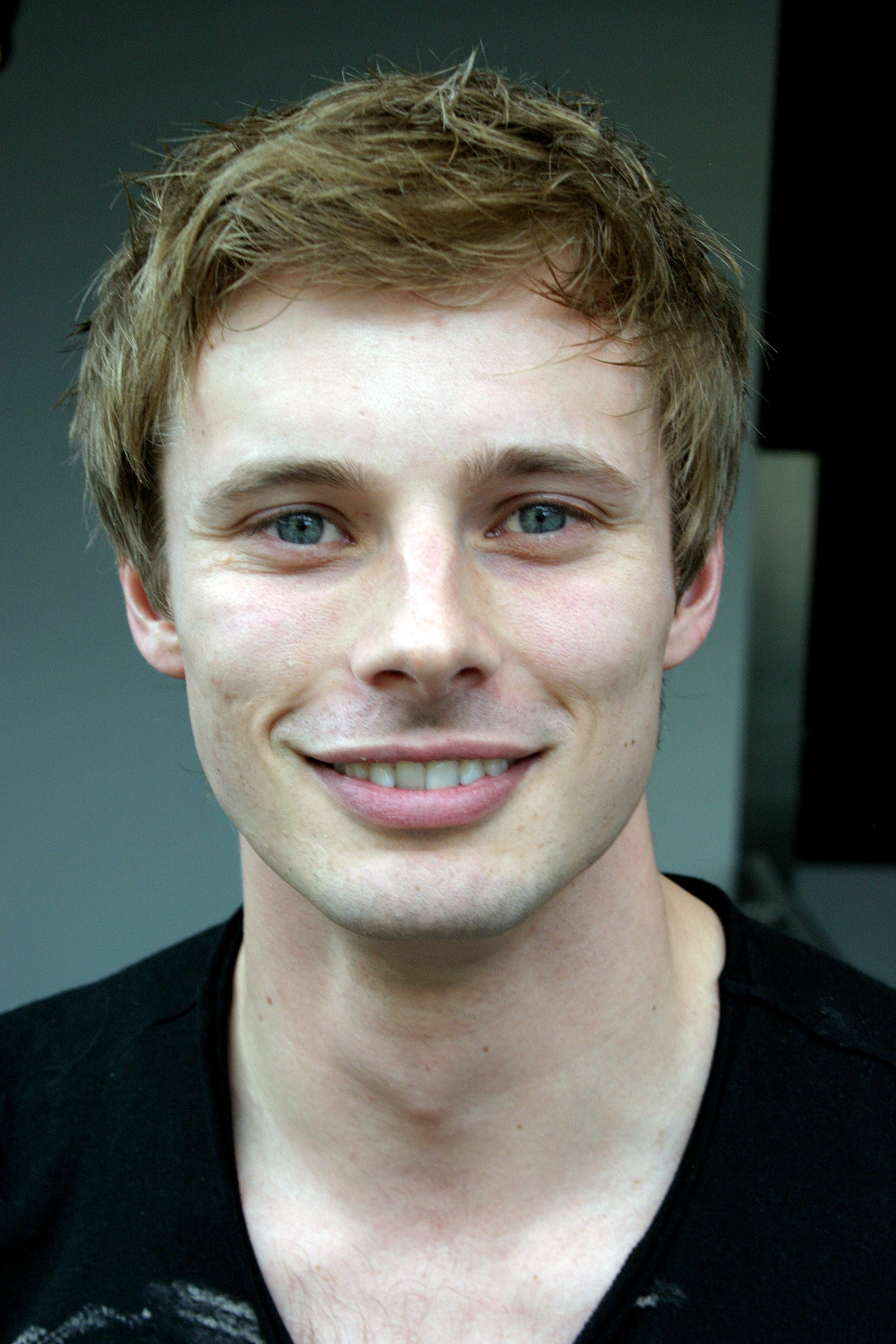 bradley james smile - photo #1
