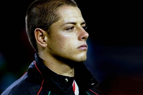 Soccer wallpaper containing a green beret and regimentals called Chicharito Hernandez
