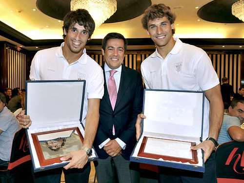 Fernando Llorente wallpaper possibly containing a laptop called Fernando Llorente & Javi Martinez