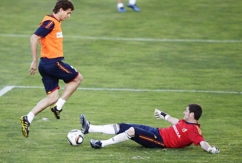 Fernando Llorente and Iker Casillas - Training (6.10.2010)