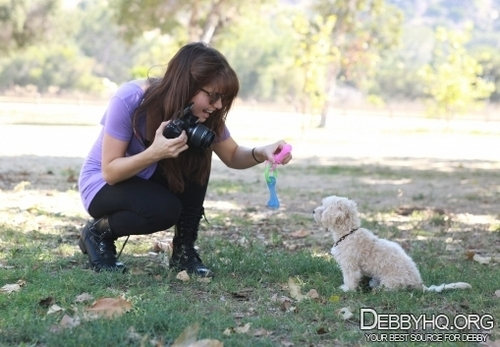 In the park with Presley,taking photos together(September 23,2010)