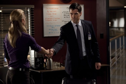 SSA Aaron Hotchner 바탕화면 with a business suit called JJ stills (HQ)