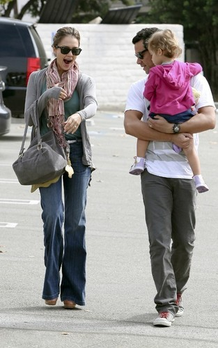 Jessica, Cash & Honor out in Brentwood