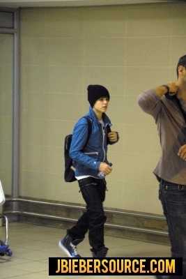 Justin arriving at South Africa - justin-bieber photo