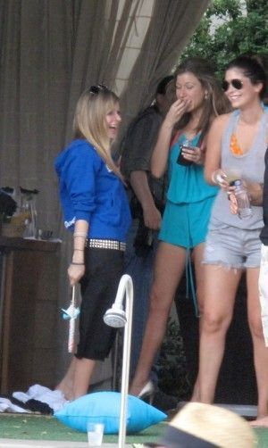 More Pics of Avirl at her b-day party [2nd Oct 2010]
