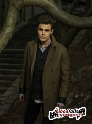 http://images4.fanpop.com/image/photos/16000000/New-Outtakes-Paul-the-vampire-diaries-tv-show-16093230-299-400.jpg