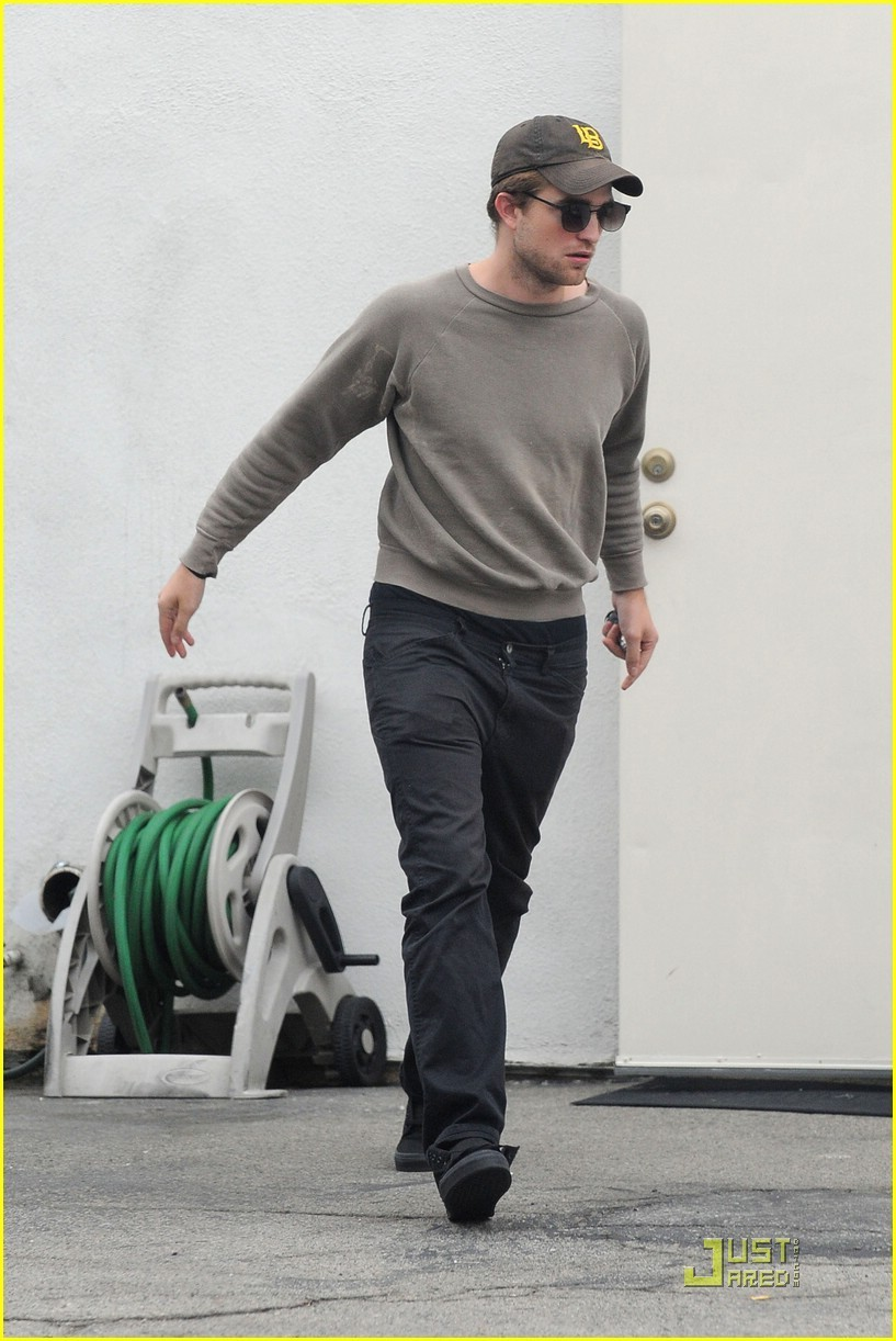 New pics of Rob from today!!!