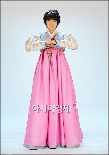 Park Shin Hye - Hanbok pics