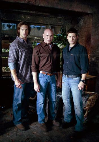 Season 6 Promotional photo with Mitch Pileggi