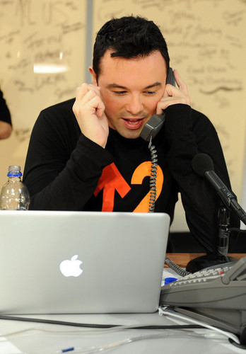 Seth MacFarlane Backstage @ the 2010 Stand Up 2 Cancer Telethon