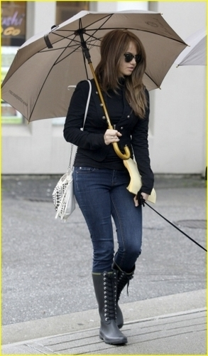 Taking Presley for a walk in Vancouver(September 28,2010)