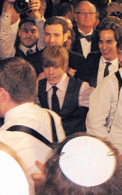 justin-bieber attends dad kanters wedding - justin-bieber photo