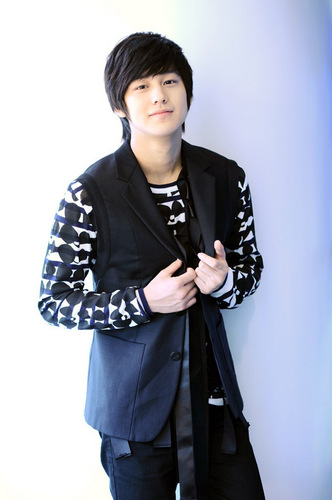 Ким Бом Обои containing a well dressed person titled kim bum <3
