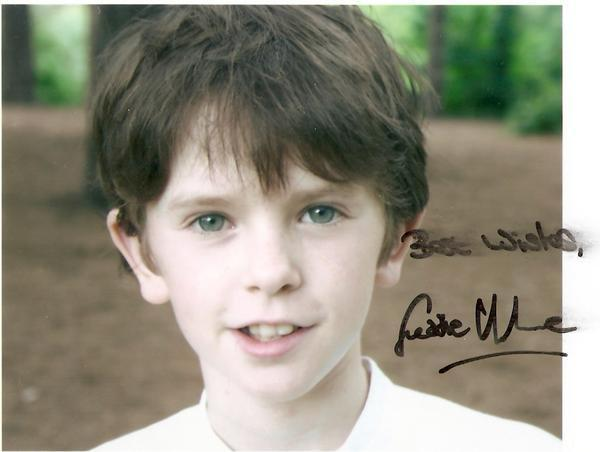 Image of: Wallpapers Freddie Highmore Achtergrond With Portrait Entitled So Cuteso Nice Ez Canvas Freddie Highmore Afbeeldingen So Cuteso Nice Achtergrond And
