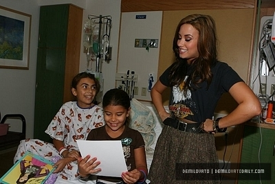 Demi Lovato  Hospital on Children S Hospital In Massachusetts Demi Lovato 16173820 400 267 Jpg