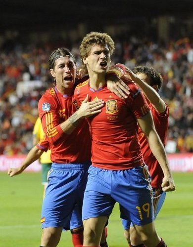 Fernando Llorente 壁纸 probably containing a 前锋, 期待 titled Fernando Llorente Spain - Lithuania (3-1) 8.10.2010