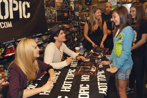Hot Topic Cast Tour (Dallas) - Ian & Candice