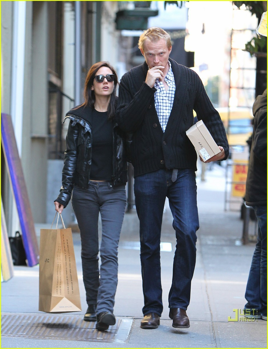 Jennifer Connelly & Paul Bettany: Shop 'Til You Drop!