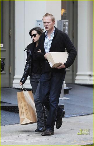 Jennifer Connelly & Paul Bettany: negozio 'Til te Drop!
