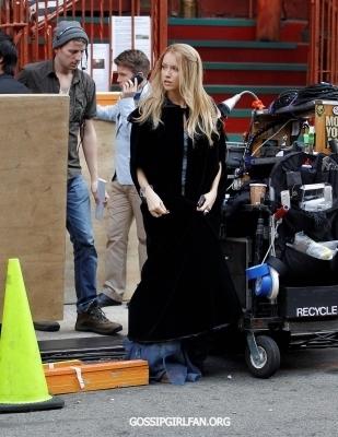 """Katie on set """"Gossip Girl"""""""