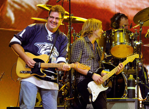 Keith Urban and Vince Gill - We're All For The Hall Benefit buổi hòa nhạc
