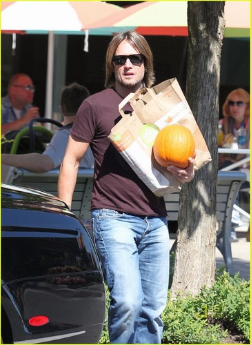 Keith out Halloween shopping with the family