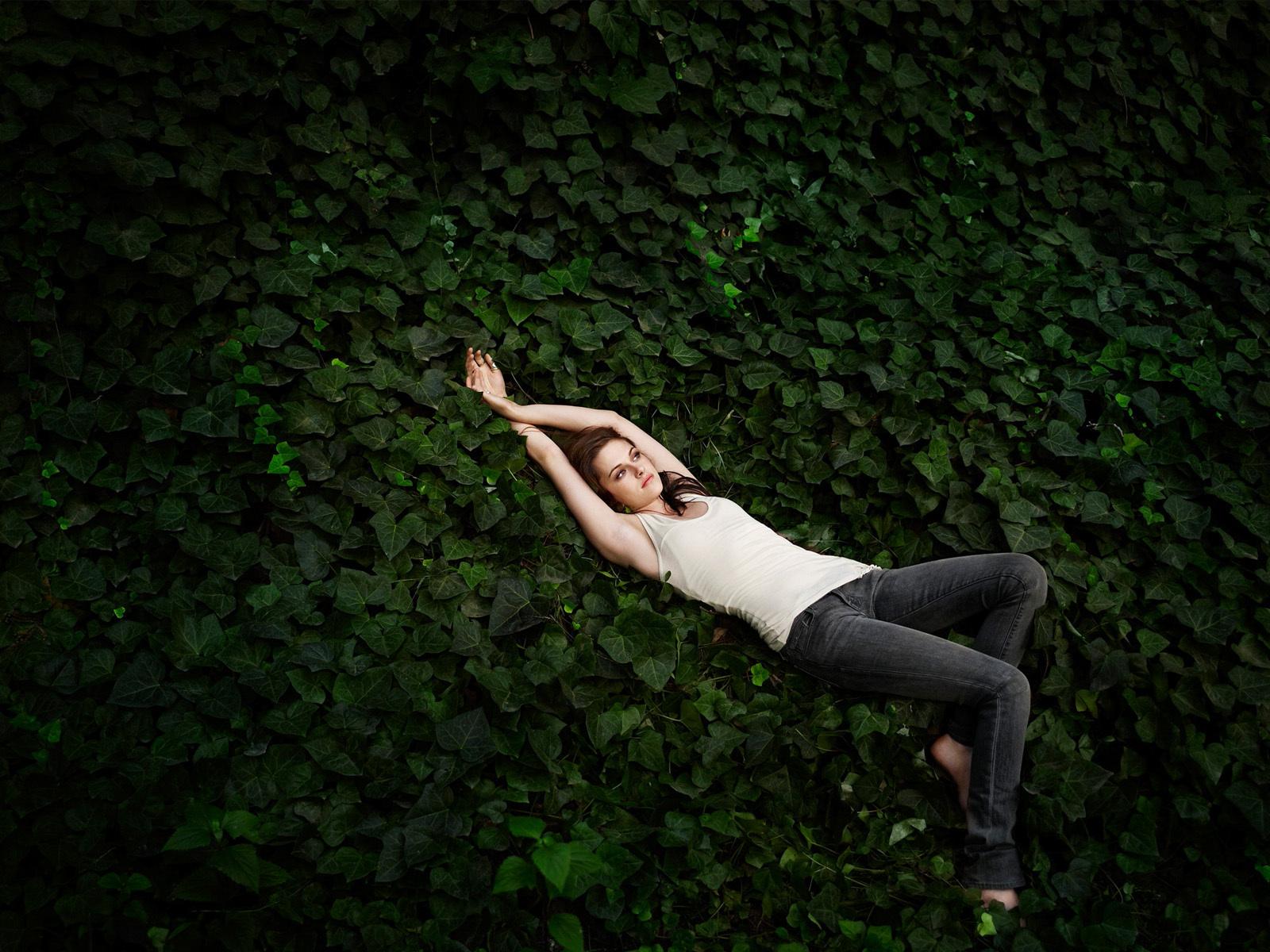 Kristen Stewart wallpaper - twilight-series wallpaper