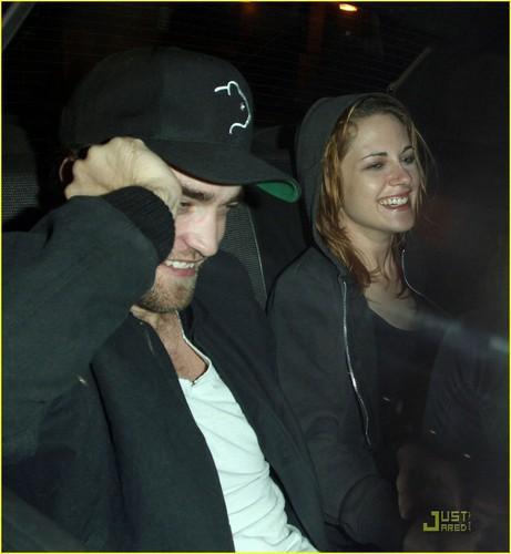 New Pics!!! Rob & Kristen Smiling Away in LA Sunday Night 10/10