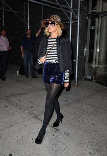 Nicole Out and about in Manhattan 9/29/10