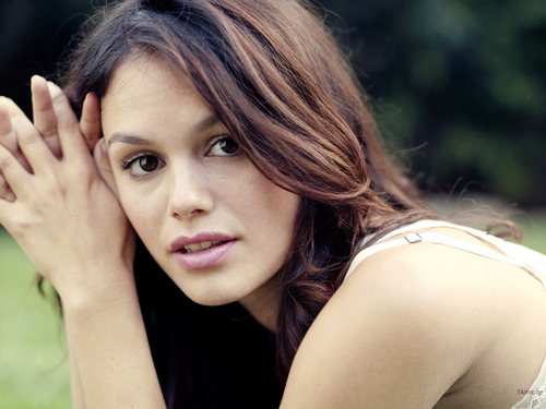 Rachel Bilson wallpaper containing a portrait titled Rachel <3