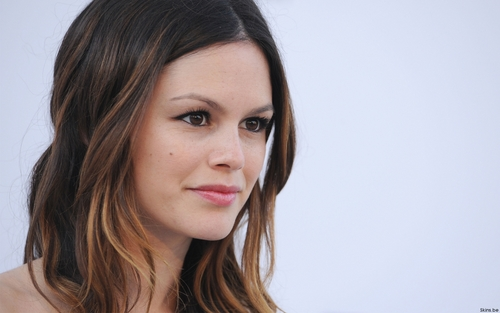 Rachel Bilson wallpaper containing a portrait entitled Rachel <3
