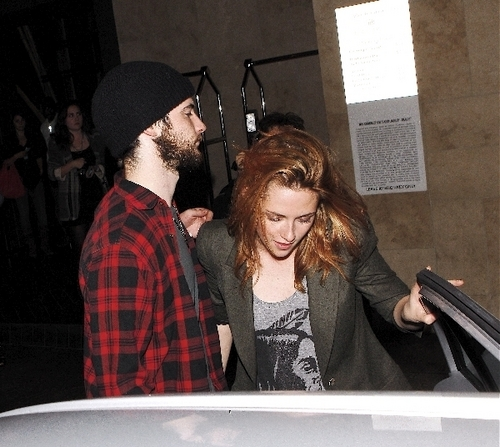 Robert, Kristen and Tom Sturridge. - robert-pattinson Photo